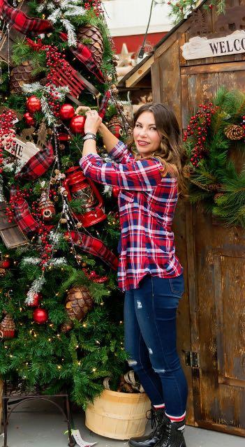 decorating-a-christmas-tree