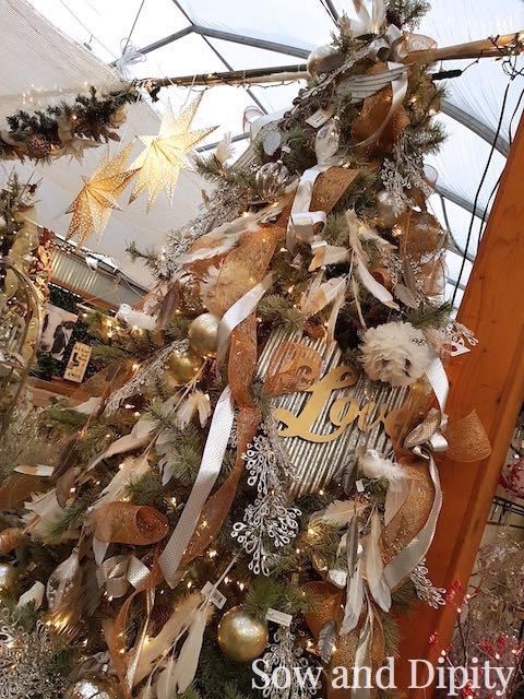 romantic-themed-christmas-tree